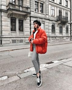 Grey Vest Outfit – Best Outfits to Wear Puffer Vest Outfit, Vest Outfits, Cool Outfits, Winter Stil, Winter Coat, Western Outfits, Pantalon Orange, Elegante Y Chic, Pinterest Fashion