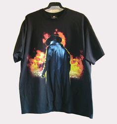 CAMISETA WWE UNDERTAKER (20 €)  Camiseta para hombre wwe Undertaker original de manga corta con dibujo frontal y lateral.Tejido de algodón..Talla: XL. Color negro.La camiseta tiene muy poco uso y está perfecta.  Pago con PayPal o Contra reembolso.  20 €+gastos de envío.