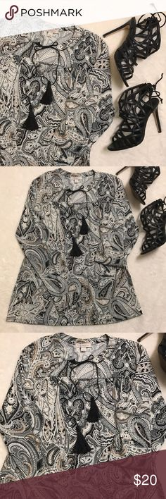 Classy blouse🖤 Beautiful! Perfect to add to the office work wardrobe- like new condition! Tops Blouses