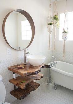 """Ti piace questo stile?! È un bagno stile """"rustico"""". Vuoi sapere come realizzarne uno perfetto per la tua casa? Leggi la guida del mio blog! Ti svelo gli step da seguire per arredare un bagno rustico contemporaneo #bagno #arredobagno #arredamento #interiordesign #bathroom #bathroomdesign #bathtub #salledebain"""