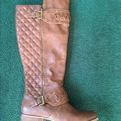 Boots Light Brown Knee Boot. Fashion Zipper With Quilted Back Design. Flat Bottom 1/2 inch Heel. Never Worn. Venus Shoes Combat & Moto Boots