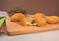 Mini polpettoni di patate ripieni, ricetta. http://blog.giallozafferano.it/oya/mini-polpettoni-di-patate-ripieni-ricetta/