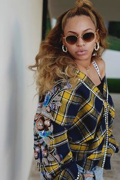 Beyonce looks hot — even if her hubby's company is going cold. The songstress rocked a yellow and blue plaid shirt with a pair of baggy distressed jeans. Blue Ivy Carter, Black Girl Magic, Black Girls, Black Women, Beyonce Knowles Carter, Beyonce And Jay Z, King B, Beyonce Style, Beyonce Shoes