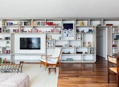 Best Home Theater Planejado Sala Branco Ideas Bookshelves With Tv, Bookcase, Sala Grande, Home And Living, Living Room, Best Home Theater, Elderly Home, D House, Trendy Home