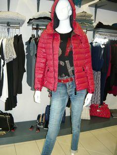 in vetrina .... giovedì 22 ottobre 2015 .. #swagstoretimodellalavita #swagstore #swag .. #love #fashion and #selfie .. #sandonadipiave #jesolo #venezia #italia #italy .... facebook.com/swagstoreitaly swagstore.it