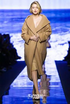 See how W's September cover star Gigi Hadid struts her stuff on the fashion week runways of New York, Paris, and Milan, here. Fashion 2018, Live Fashion, World Of Fashion, New Fashion, Fashion Trends, Green Fashion, Milan Fashion, Gigi Hadid Looks, Fall Winter 2015