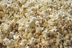 Grinch Popcorn - Sweet and salty and delicious. it will be popular with kids and adults alike at your How the Grinch Stole Christmas movie night. Christmas Popcorn, Christmas Favors, Christmas Party Food, Christmas Desserts, Christmas Treats, Holiday Treats, Christmas Fun, Xmas, Pop Popcorn On Stove