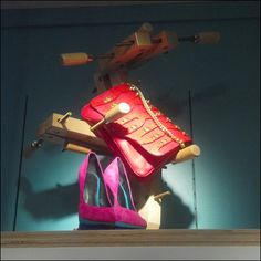 Wood Vise Puts Squeeze on Purses – Fixtures Close Up Wholesale Designer Handbags, Cheap Designer Handbags, Wood Vise, Workbench Height, Retail Fixtures, Woodworking Vise, Visual Merchandising, Purses, Learning