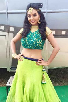 Vidya Pradeep is an Indian actress, who is working in Tamil, Malayalam and Kannada film industry. Sneha Actress, Indian Navel, Saree Models, The Best Films, Indian Wear, Indian Actresses, Lehenga, Fashion Dresses