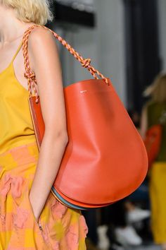 The Best Bags From London Fashion Week Paul Smith Spring Hermes Handbags, Tote Handbags, Leather Handbags, Spring Bags, Paul Smith, Best Purses, Best Bags, Fashion Bags, Bucket Bag
