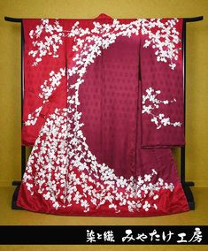 Japan Fashion, India Fashion, Japanese Costume, Kimono Design, Kimono Pattern, Japanese Sexy, Asian Design, Ethnic Outfits, Japanese Textiles