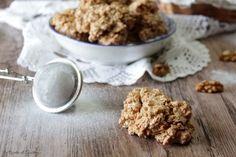 Biscotti brutti ma buoni alle noci, o alle mandorle o alle nocciole. Croccanti e senza glutine. Senza farina