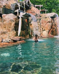 This Incredible Hot Spring Is Only A Few Hours Away From Toronto - Bilder für Sie Vacation Places, Vacation Destinations, Dream Vacations, Vacation Spots, Places To Travel, Mini Vacation, Ontario Travel, Toronto Travel, Toronto Vacation