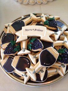 Wine themed cookies. Bridal shower Italian Bridal Showers, Winery Bridal Showers, Bridal Shower Wine, Wine Theme Shower, Wine Tasting Outfit, Wine Tasting Events, Wine Tasting Party, Tasting Table, Tasting Room