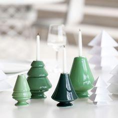 Articolo: 12711_Parent skuQuesti celebri portacandele disegnati da Marianne Nielsen sono l'esempio perfetto di come si possano conservare le tradizioni e i simboli del Natale nelle case di oggi. Questi splendidi oggetti in stile minimal vanno alla ricerca della precisione dei dettagli e sottolineano la bellezza della ceramica. I portacandela Avvento sono disponibili in bianco e in diverse sfumature di verde, e in entrambi i casi fanno da magica eco ai colori che li circondano. Potrai…