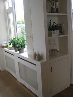 verwarming ombouw en kast met achter het deurtje de prullenbak