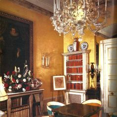 The Moroccan holiday home of Trudi Ballard Sybil Colefax & John Fowler Block House, Small Entrance, Interior Styling, Interior Design, Parisian Apartment, Buy Chair, London House, Paint Colors For Living Room, Country Style Homes