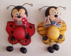 *SORRY, no information given as to product used ~ Bugs Fimo Clay, Ceramic Clay, Sugar Animal, Clay Crafts, Paper Crafts, Craft Projects, Projects To Try, Biscuit, Pretty Drawings