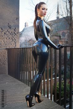 Catsuit + high heels = ♥Please help me out and vote for me in the Simon O. latex model contest >> http://www.latex.at/de/alle-models-voting/?id=141 (I can win a new catsuit!)