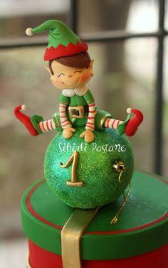 Elf Cake - cake by Sihirli Pastane - CakesDecor Christmas Candy Bar, Christmas Themed Cake, Clay Christmas Decorations, Christmas Cake Designs, Christmas Cake Pops, Christmas Baubles, Christmas Elf, Christmas Crafts, Fondant Christmas Cake