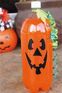 Kick off your Halloween party with these easy Halloween party hacks. These easy and spooky Halloween decorating ideas will give your guests a real scare! Spooky Halloween, Halloween Party Drinks, Fete Halloween, Holidays Halloween, Halloween Crafts, Happy Halloween, Halloween Buffet, Halloween Snacks, Halloween Punch