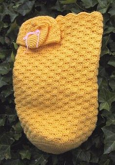 Free Crochet baby sack, cap and mitts pattern.