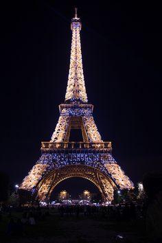 Long exposure in Paris Tour Eiffel, Torre Eiffel Paris, Eiffel Tower Lights, Eiffel Tower Art, Eiffel Tower Pictures, Paris Wallpaper, Beautiful Paris, City Aesthetic, Paris Pictures