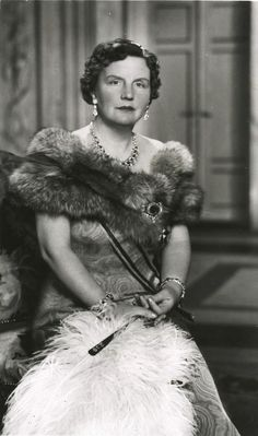 Juliana (Juliana Louise Emma Marie Wilhelmina; 30 April 1909 – 20 March 2004). Queen regnant of the Kingdom of the Netherlands between 1948 and 1980.