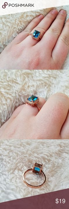 Rose GOLD Ocean BLUE Lab Cubic Zircon Ring sz 9 This stunning, aqua gem is surrounded by tiny rhinestones and set in rose gold plating. Lab stones. preppy chic costume classic rose gold jewelry gold ring gem gemstone Jewelry Rings