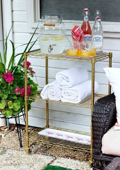 Have a pool? Here's a cute idea for a poolside cart