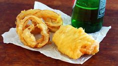 Learn how to make beer batter that is light, golden, and crispy. Perfect for fish and chips, onion rings, and calamari. Fish Recipes, Seafood Recipes, Cooking Recipes, Salmon Recipes, Asian Recipes, Cooking Tips, Fish Dishes, Seafood Dishes, Beer Batter Recipe