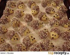 Vánoční cukroví - ořechoví ježci 35 dkg hlad mouky 20 dkg Hery 5 dkg cukru…