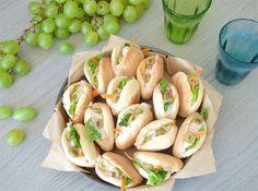 Mini-Pitas à la Crème de Thon. Ces petites pitas sont parfaites pour un pique-nique ou un apéro et vous pouvez varier les garnitures à l'infini.