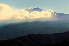 Taormina (ME) - Il vulcano Etna visto dalle alte colline sopra Taormina  | da Lorenzo Sturiale