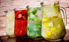 Pineapple Caipirinha in the jar Hard Drinks, Fruit Drinks, Drinks Alcohol Recipes, Beach Drinks, Summer Drinks, Cocktail Drinks, Cocktails, Light Recipes, Creative Food