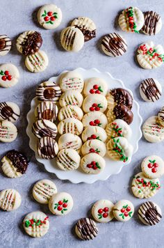17 Delicious Christmas Cookie Recipes That'll Make Your Christmas Memorable - Th. 17 Delicious Christmas Cookie Recipes That'll Make Your Christmas Memorable - Thriving home secrets Best Christmas Desserts, New Year's Desserts, Easy Christmas Cookie Recipes, Best Christmas Cookies, Holiday Cookies, Christmas Treats, Holiday Treats, Dessert Recipes, Christmas Goodies