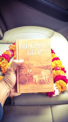"""""""Couldn't have asked for a better start to the day.Landed in Mathura & got gifted this precious Bhagvad Gita on day 1 by a passerby! Best Start, Falling In Love, Appreciation, Blessed, Akshay Kumar, Songs, Reading, My Love, Day"""