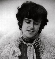 Donovan - Catch The Wind. http://www.youtube.com/watch?v=J8hjEYTpwE8