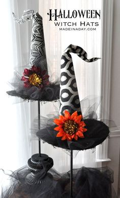 Looking to add some glamour to your Halloween decor? Then these Sensational Decorative Halloween Witch Hats Topiaries are the craft for you! Halloween Witch Hat, Fete Halloween, Holidays Halloween, Happy Halloween, Vintage Halloween, Witch Hats, Scary Halloween, Outdoor Halloween, Halloween Halloween