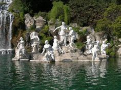 Statue - La Reggia di Venaria Reale (1658-79) is an Italian palace situated in the commune of Venaria Reale in Piedmont.