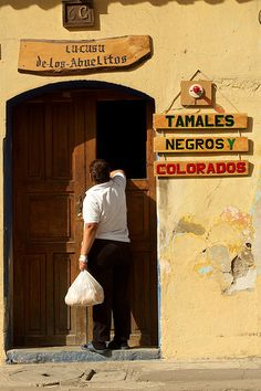 La Casa de los Abuelitos - Tamales negros y colorados for sale en La Antigua Guatemala