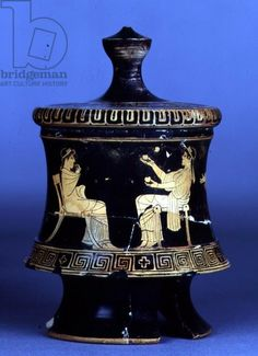Attic red-figure pyxis with lid decorated with women working wool, manner of the Pistoxenos Painter (c.475-450 BC) found at Athens, 5th century BC (ceramic), Greek, (5th century BC) / Ashmolean Museum, University of Oxford, UK / The Bridgeman Art Library