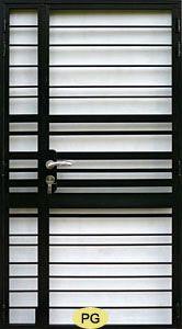 Wrought Iron Door Gates  Ferro forjado Metal Door Portas  Nossa Porta Grille portas são feitas de material forte de ferro forjado com acabamento de alta qualidade.Nós oferecemos uma ampla gama de desenhos exclusivos.Eles são atraentes e podem proporcionar segurança eficaz também.Todos os projetos podem ser personalizados e há muitas cores diferentes para escolher.Nossos projetos de porta também pode ser feita usando aço macio (Aço Carbono Gates).