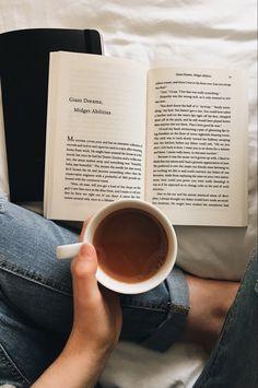 Flatlay Instagram, Book Instagram, Creative Instagram Stories, Instagram Story Ideas, Coffee Photography, Photography Poses, Morning Photography, Cozy Aesthetic, Coffee And Books