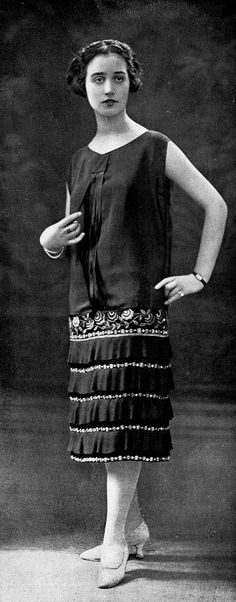 Afternoon dress by Francis & Fernand, Les Modes August 1925. Photo by Henri Manuel.