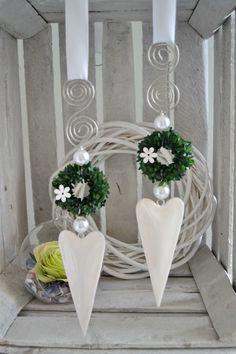 Hallo zusammen! Biete Euch hier ein schönes Herz aus Edelstahl das in liebevoller fachmännischer Handarbeit gefertigt wurde. Schönes Herz aus Metall in weiß-glänzend, längliche Form...
