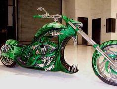 4. Canavar motorbisiklet
