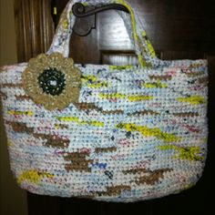 This my latest recycling project. This useful and cute bag is totally 100% made from plastic shopping bags!!!  PLARN!