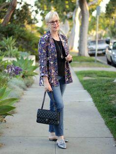 une femme d'un certain âge |style blogger Susan B. wears a printed silk pajama top as a jacket