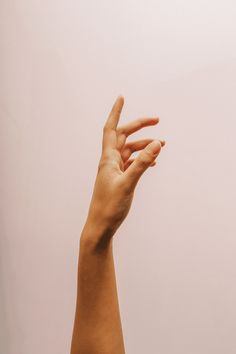 Hand reference for drawing, sketching, art, photography, anatomy Hand Drawing Reference, Body Reference, Anatomy Reference, Photo Reference, Drawing Tips, Hand Photography, Close Up Photography, Photography Lighting, Creepy Hand